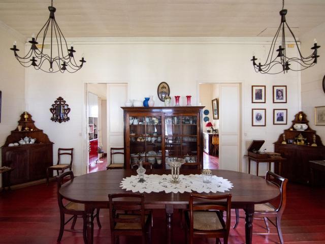 bienvenue-domaine-beaubassin--deco-salle-a-manger--dt-irtla-petite-creole.jpg