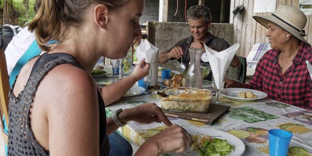 balade-a-cheval-et-dejeuner-pl-des-palmistes-irtla-petite-creole-2.jpg