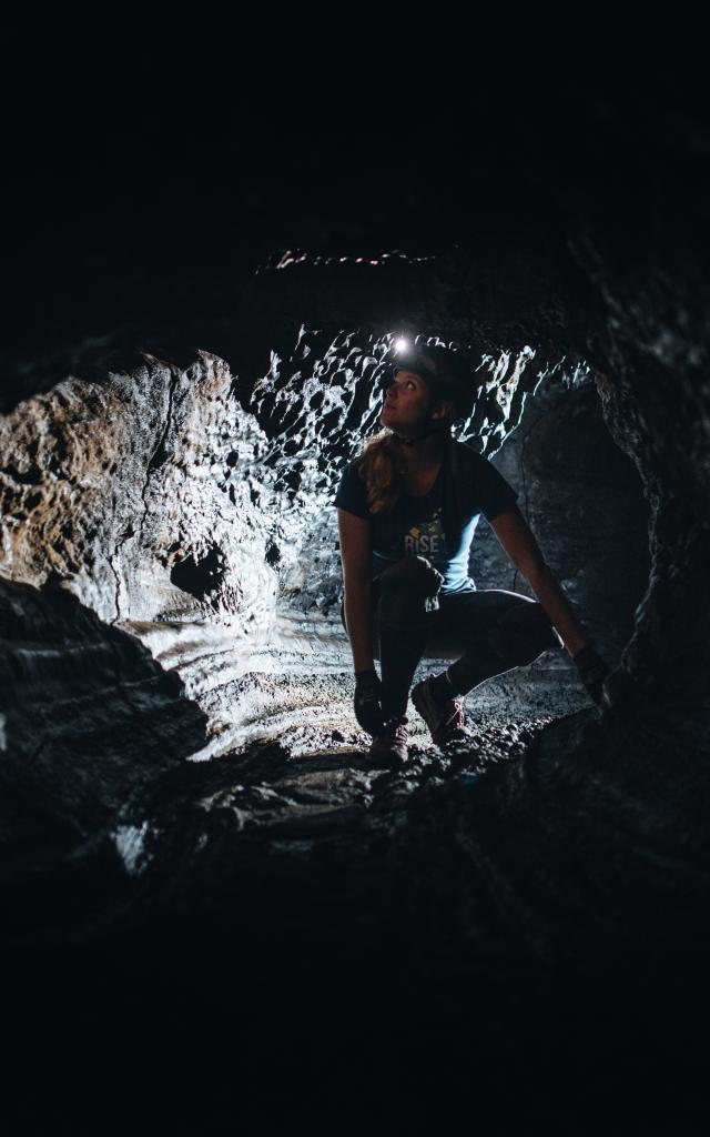 Tunnel de lave bleu. Kokapat/ @Miles&Love