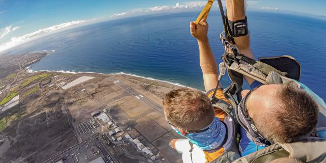 sauter-en-parachute-flytandem974-irttravels-gallery-dt-2030-10-1.jpg