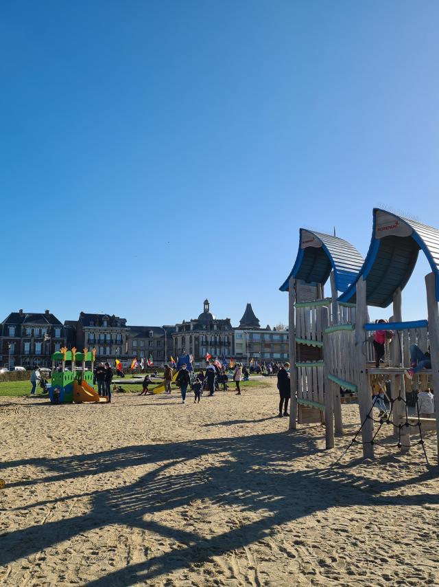 Aire de jeux pour les enfants sur la plage de Dieppe.