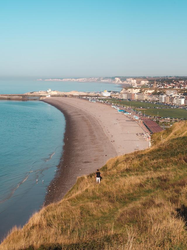 Point de vue avec la plage de Dieppe et la jetée
