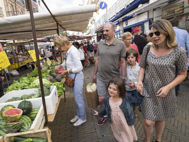 Dieppe (76) sur la côte d'albâtre et dans le pays de Caux marché du samedi