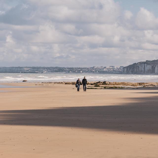 Deux personnes sur la plage Varengeville-sur-Mer