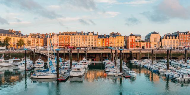 Vue sur le quai Henri IV et sur le port de Plaisance de Dieppe