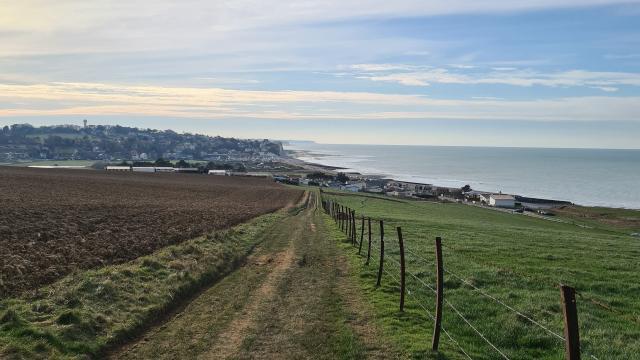 Panorama depuis le GR21 à Sainte-Marguerite-sur-Mer, vue sur la mer et les falaises
