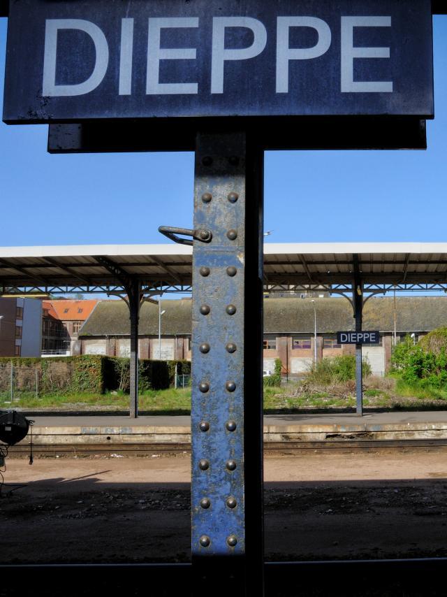Panneau gare de Dieppe