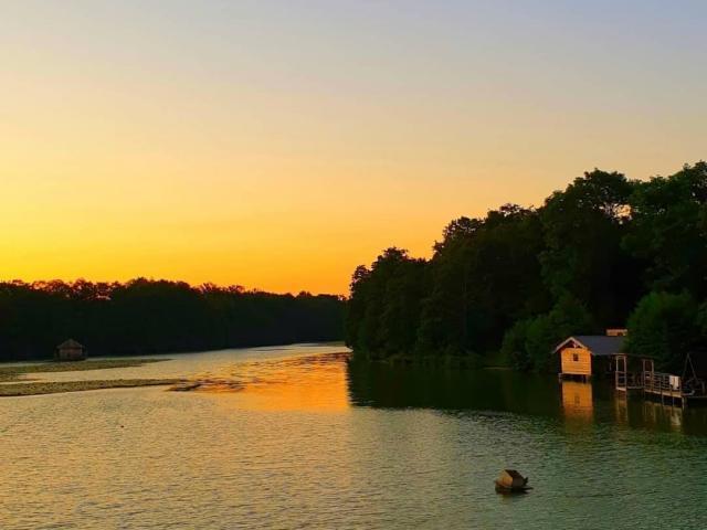 Cabanes sur l'eau au Domaine de la Dombes