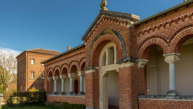 Entrée de l'Abbaye Notre Dames des Dombes au Plantay