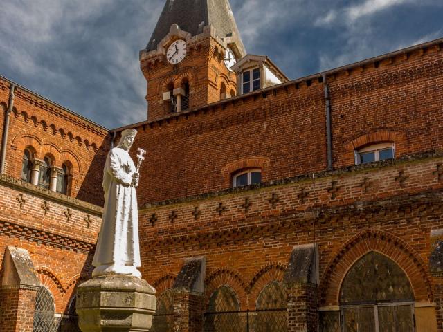 Cour intérieur de l'Abbaye Notre Dame des Dombes au Plantay