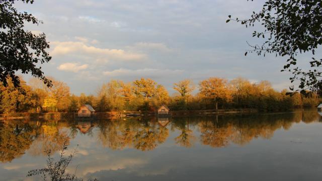 Cabanes flottantes au Domaine de la Dombes