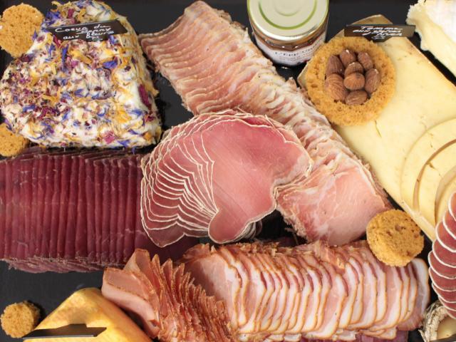 Plateau de fromage et charcuterie de la Papillothèque des Fromages à Châtillon-sur-Chalaronne