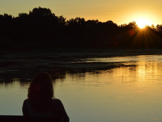 Coucher de soleil sur un étang de la Dombes