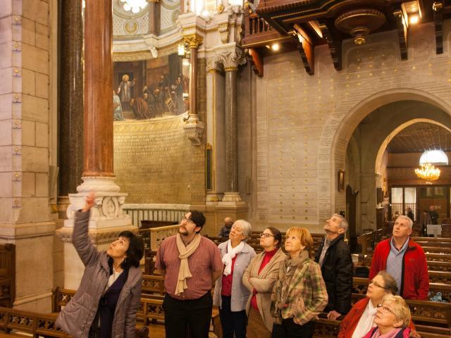 Interieur de La Basilique Saint Sixte à Ars