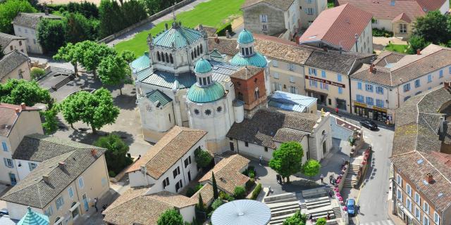 Vue aérienne de la Basilique Saint Sixte d'Ars sur Formans