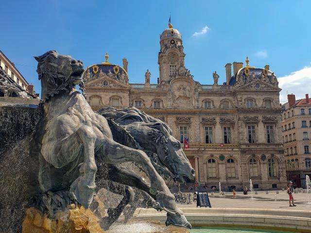 Place des Terreaux à Lyon par Jonne Makikyro - Unsplash