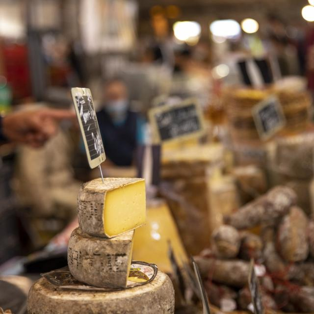 Fromages sur le Marché de Chatillon-sur-Chalaronne, Ain.