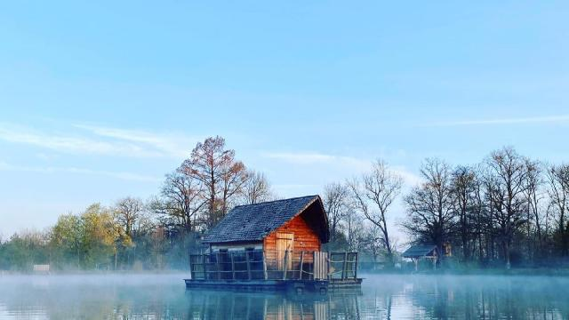 Cabane sur l'eau du Domaine de la Dombes