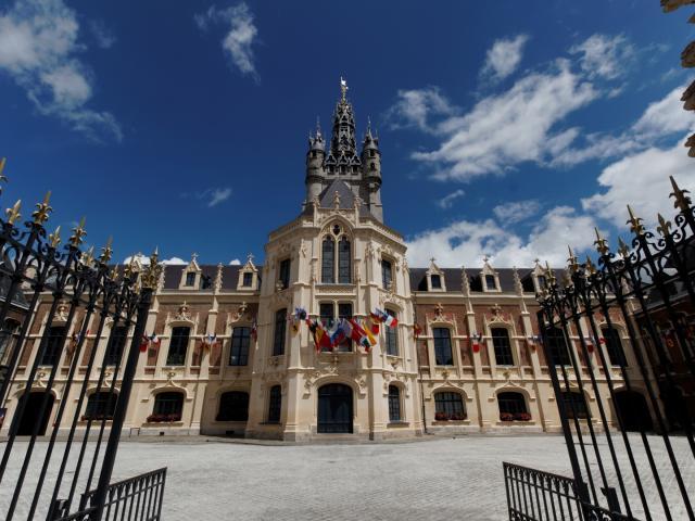 Beffroi Carillon Cour Douai Douaisis Nord France (c) Ad Langlet