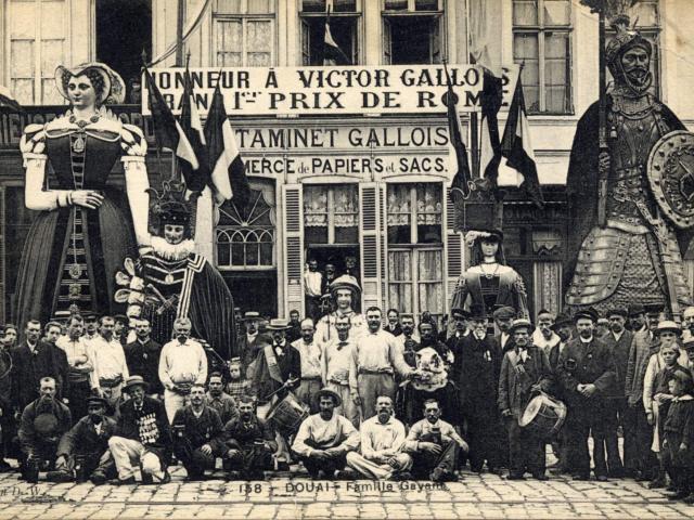 Porteurs - Famille Gayant - Douai - Douaisis (c)Archives de Douai