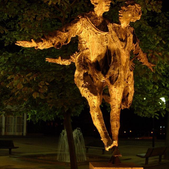 Grand Couple Heureux Roseline Granet Douai Art Sculpture Douaisis Nord France (c)adlanglet