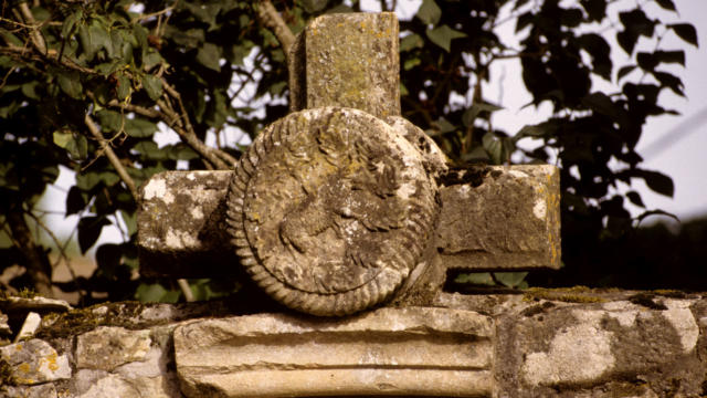 Croix ornée - Saint-Genies