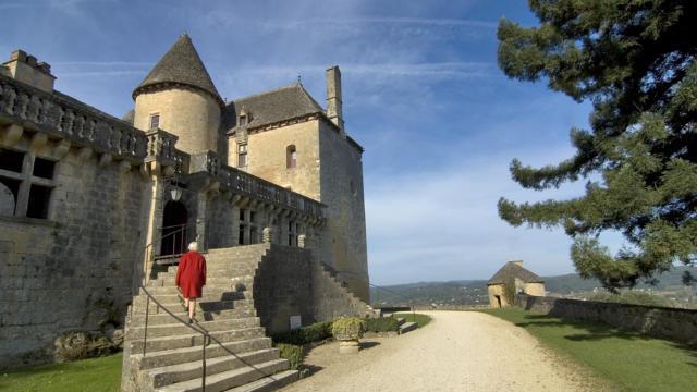 La façade d'entrée et son escalier double révolution du XVIIème