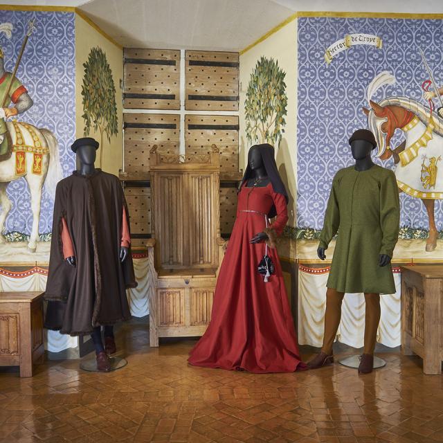 Chateau Castelnaud Costumes