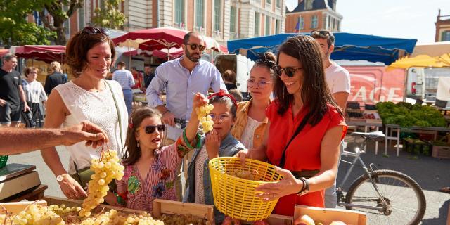 Le marché du samedi matin en famille