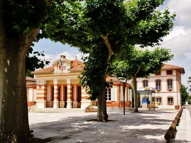 ©montaubantourisme Place De La Mairie