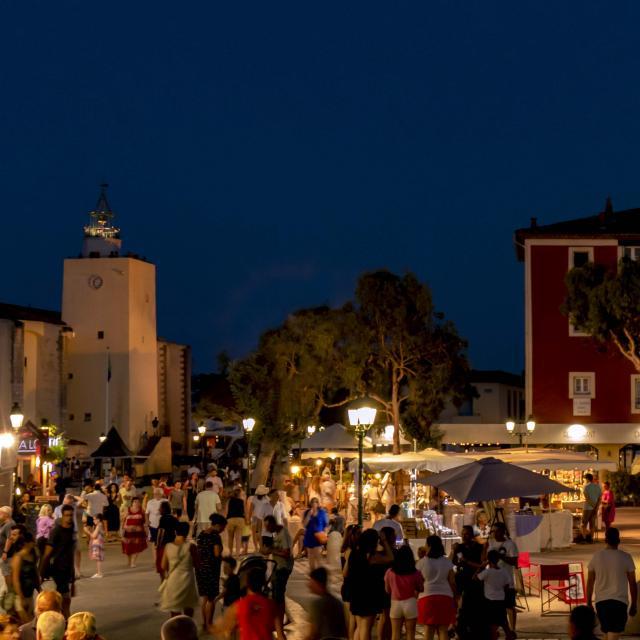 Marche Nocturne Port Grimaud Cote D Azur (5)