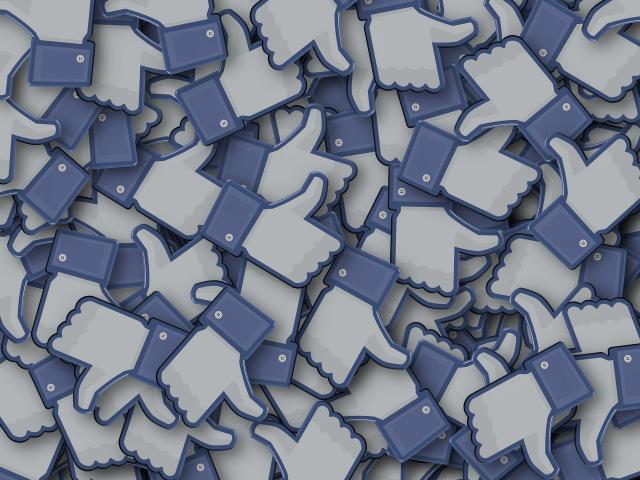 Facebook Crosspostage Grimaud
