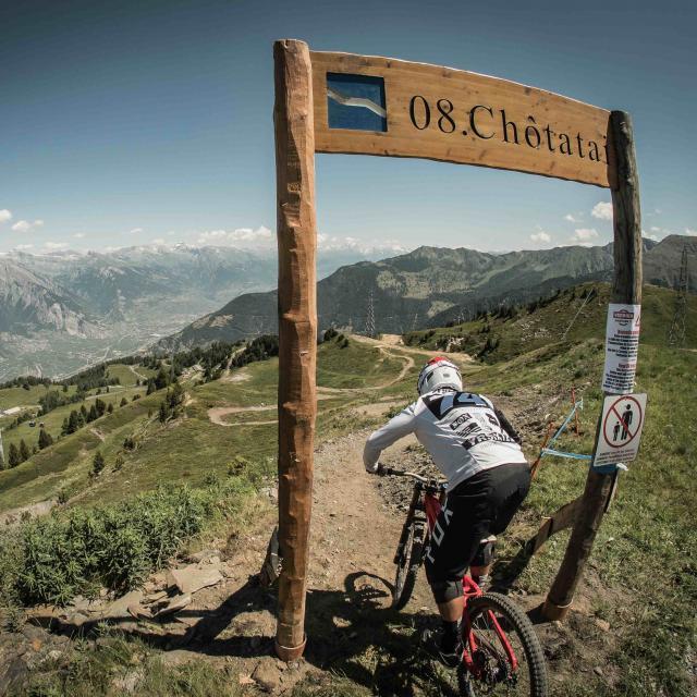 bike-park-et-piste-de-dh-la-tzoumaz-ete.jpg
