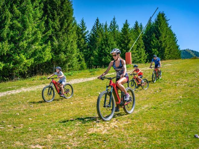 Balade en vélo au Collet d'Allevard en été