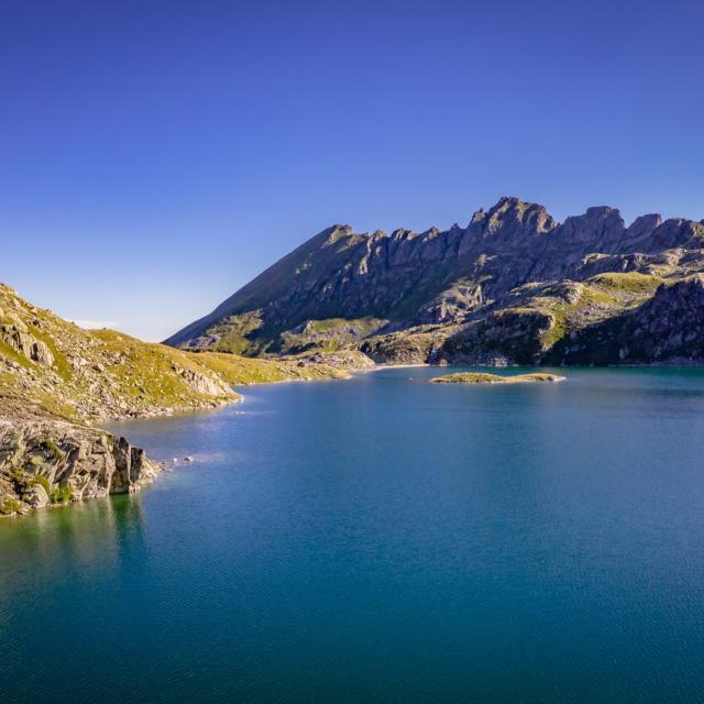 Lac au Massif de Belledonne