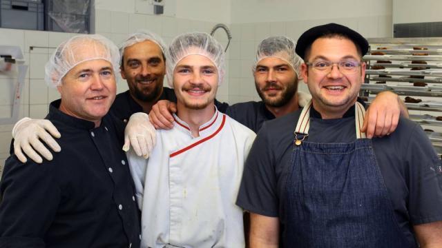 Equipe de cuisine du village vacances Terrou, Lot