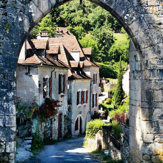 Porte St Cirq Lapopie, randonnée avec le village vacances Terrou