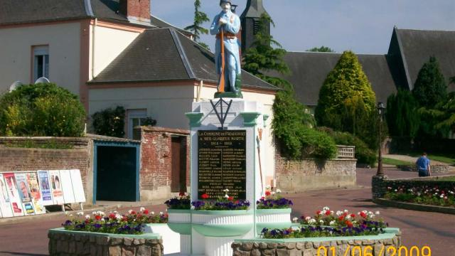 Destination Le Treport Mers Friaucourt Monument Aux Morts Village