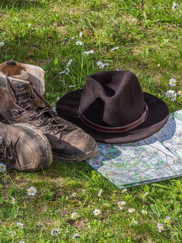 hiking-1312225-1920.jpg