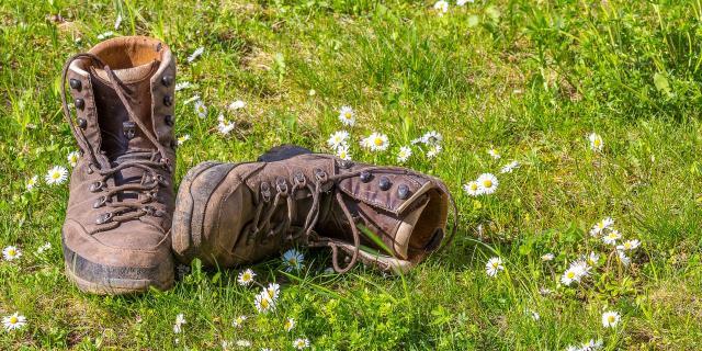 hiking-1312227-1920.jpg