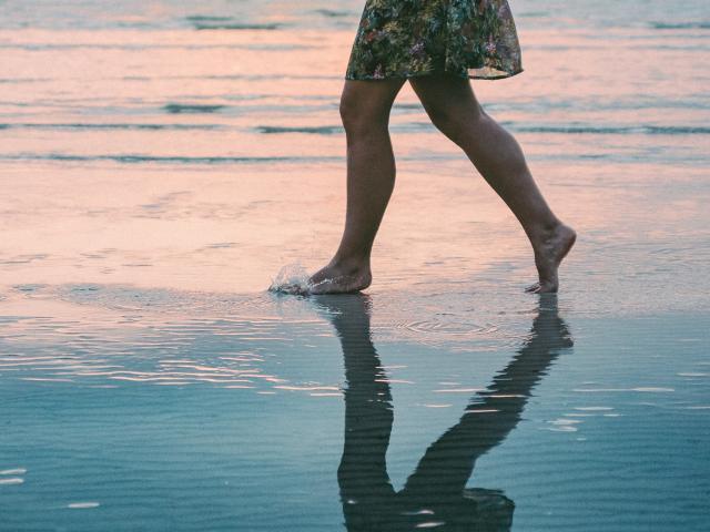 marcher-sur-le-sable-v-solomon.jpg
