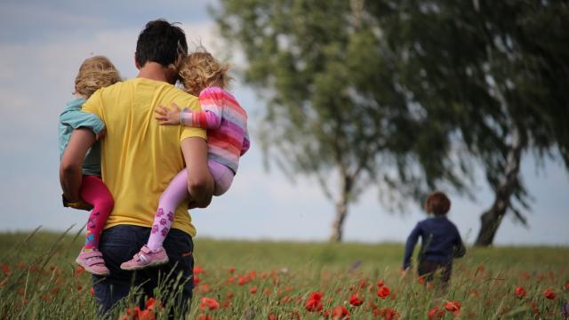Famille dans les champs