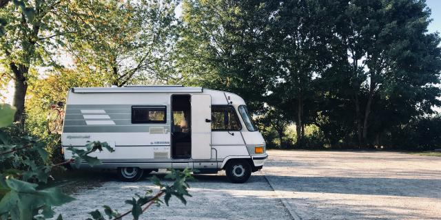 Camping Car sur Aire de Camping Car