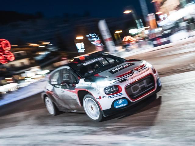 Yoann Bonato fait un show rally dans les rues des 2 Alpes