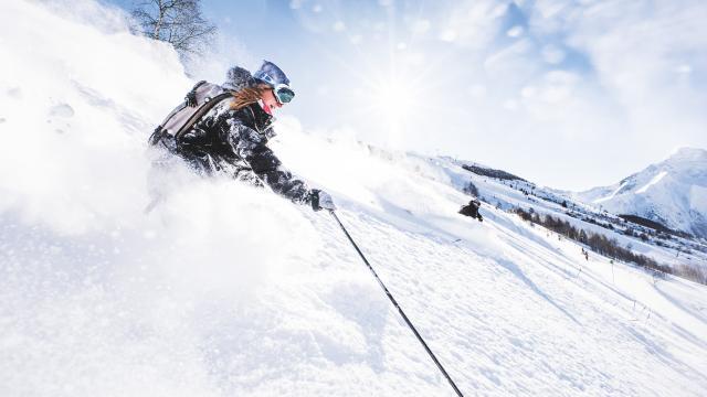 Ski et snowboard pourdreuse sous le beau temps des 2 Alpes
