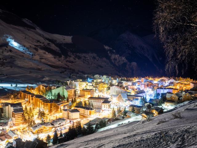 Panorama de la station des 2 Alpes de nuit