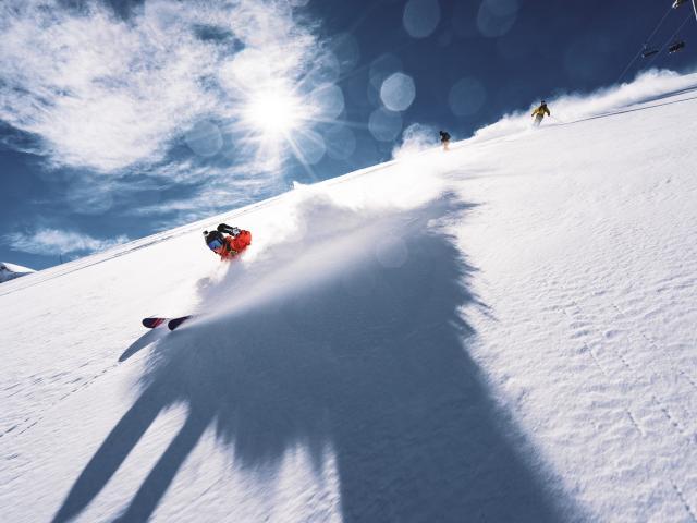 Ski freeride entre amis sur le secteur de la fée aux 2 Alpes