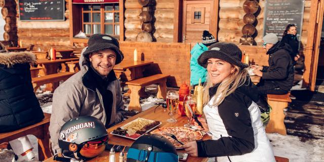 Repas entre amis en altitude au chalet de la Toura aux 2 Alpes