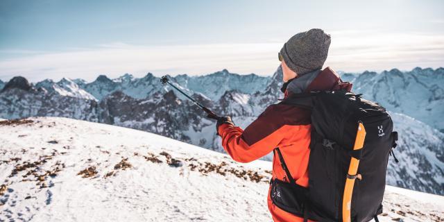 Ski de randonnée avec un guide sur le glacier des 2 Alpes et son panorama sur le massif des Écrins