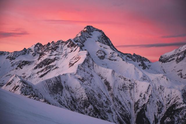 Lever de soleil sur la Muzelle l'hiver aux 2 Alpes